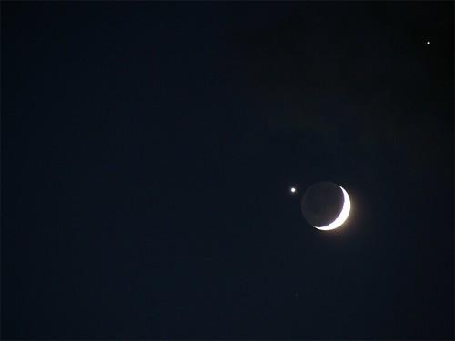 Pető Zsolt felvétele egy Hold-Vénusz-Jupiter együttállásról 2008. december 6-án - VCSE - VEGA