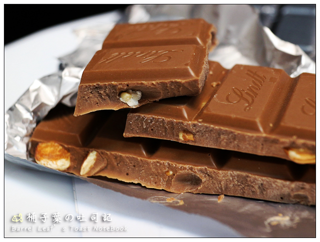 【Lindt 瑞士蓮】經典杏仁牛奶巧克力片、葡萄乾堅果牛奶巧克力片 — 乳甜中也有濃郁可可