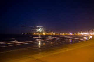 Imagine de Playa de San Lorenzo. supermoon moon gijón asturias españa spain landscape cloud beach night sea