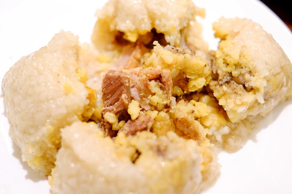 伦敦肥鸭的大饺子里包着鸭肉和鸭蛋黄vwin备用