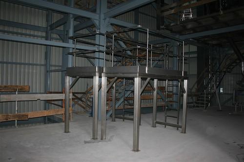 Fabricación de plataforma y barandilla inoxidable para la nueva planta de botes de la fabrica INDUSTRIAS LACTEAS ASTURIANAS.