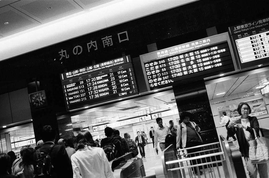 丸之內 東京車站 東京 Tokyo 2015/10/05 丸之內南口,這裡就隨意的拍照,構圖也都比較自由一點。  Nikon FM2 Nikon AI AF Nikkor 35mm F/2D Kodak TRI-X 400 / 400TX 1275-0035 Photo by Toomore