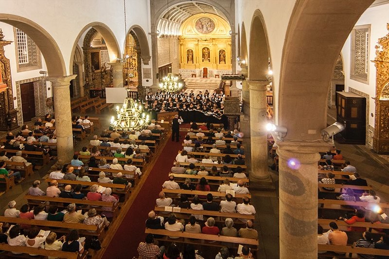Berea College Choir performs in the Se in Faro, Portugal