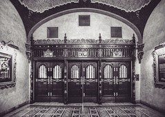 The Majestic Theatre entry doors and lobby