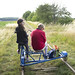 Freja kör morfar på dressin i Björnstorp
