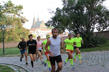Běžci obsadí centrum Brna v nočním závodě na 5 nebo 10 mil