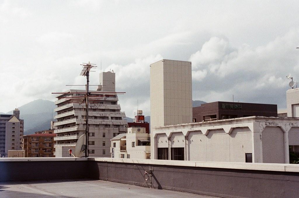 中島屋 熊本 Kumamoto 2015/09/06 很安靜的屋頂  Nikon FM2 / 50mm Kodak UltraMax ISO400 Photo by Toomore