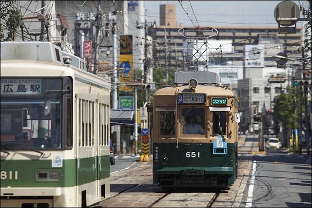 2_hiroshima_street_car2