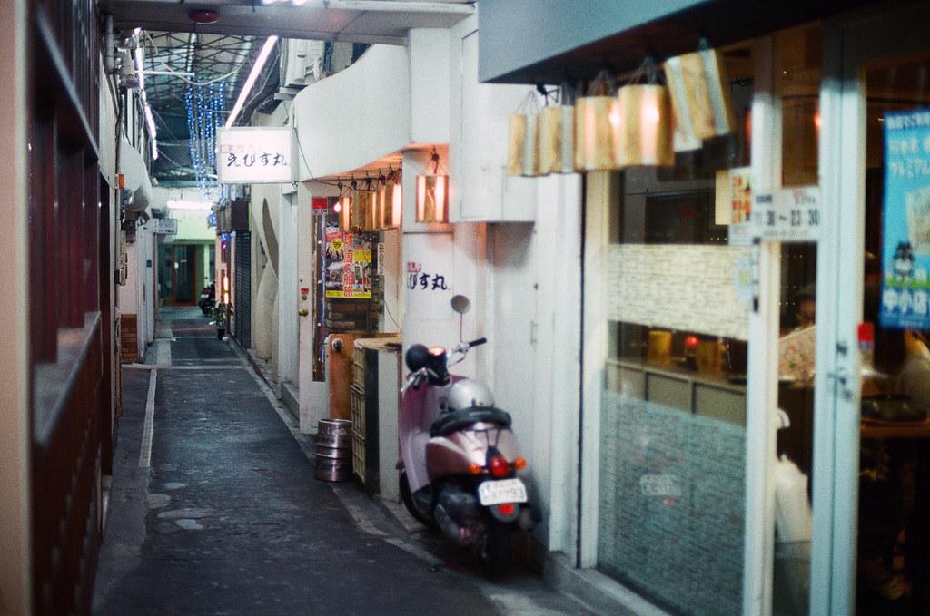 通町筋 熊本 Kumamoto 2015/09/05 巷弄一景。  Nikon FM2 / 50mm Kodak UltraMax ISO400 Photo by Toomore
