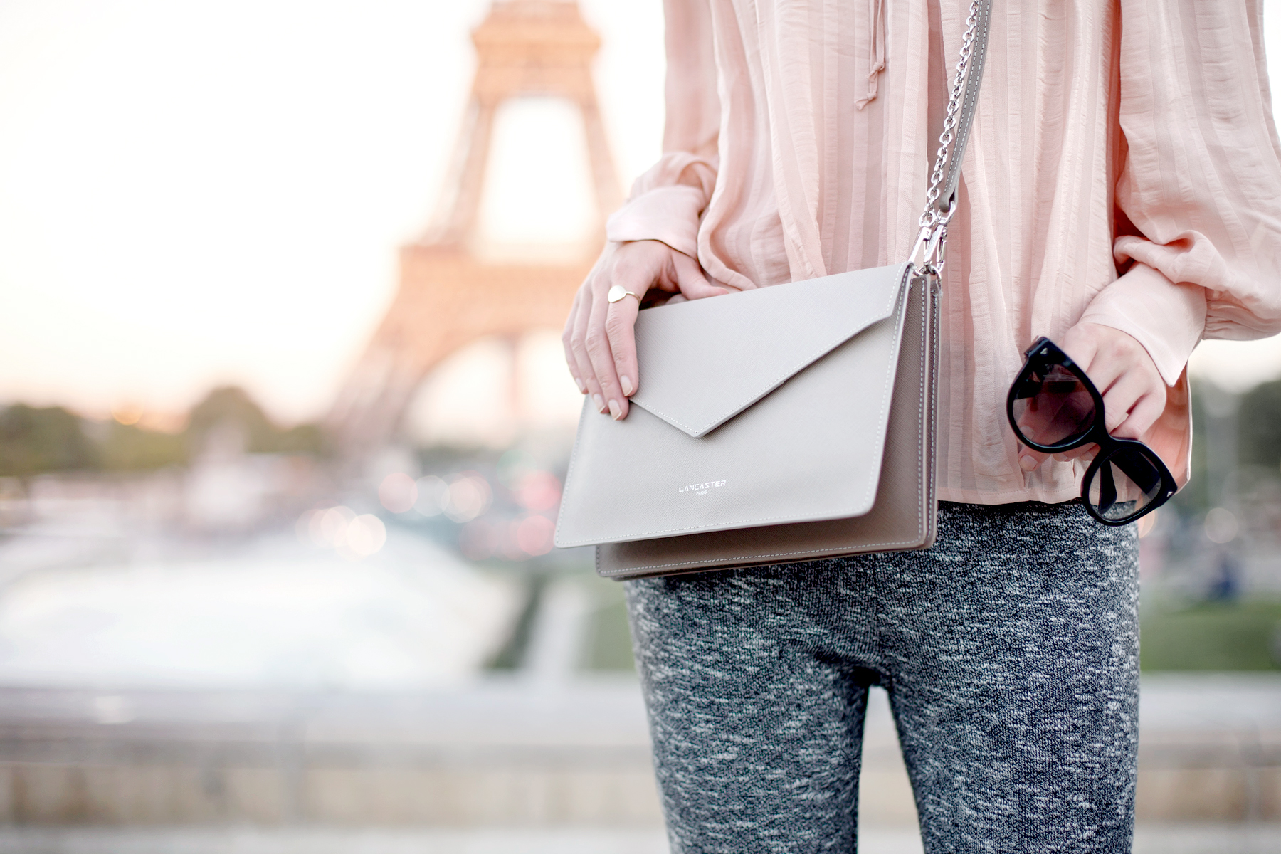 tour eiffel paris pfw fashionweek lancaster paris element bag peach bright outfit ootd look lookbook travel travelblogger inspiration autumn france french fashion blogger cats & dogs fashionblog ricarda schernus 1