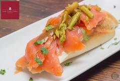Tosta de salmón y trigueros