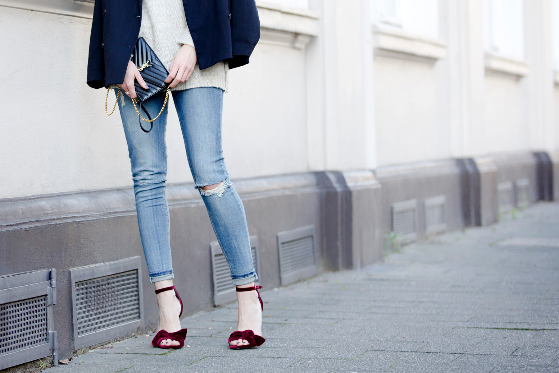 outfit office christmas party casual and velvet red ruby high heels topshop love cute blazer ysl saint laurent paris monogram bag rosefield watch ricarda schernus cats & dogs fashionblogger ootd outfitblogger blue jeans styleblogger dusseldorf nrw  3