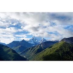 #川藏 #稻城亚丁 #xizang #sky #landscape #streetshot #landscape_captures #landscapelovers #clouds #outdoor #travel #travelgram #moodygrams #vscofilm #vscocam #traveltheworld #LOVES_CHINA #mountains