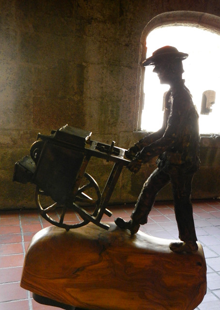 Wonderful bronze sculptures capture an earlier era at the permanent exhibition at the Parador on the Rio Sil