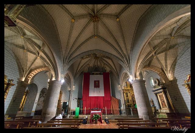 Berdún pueblos más fotografiados Pirineos - Interior Iglesia parroquial de Santa Eulalia