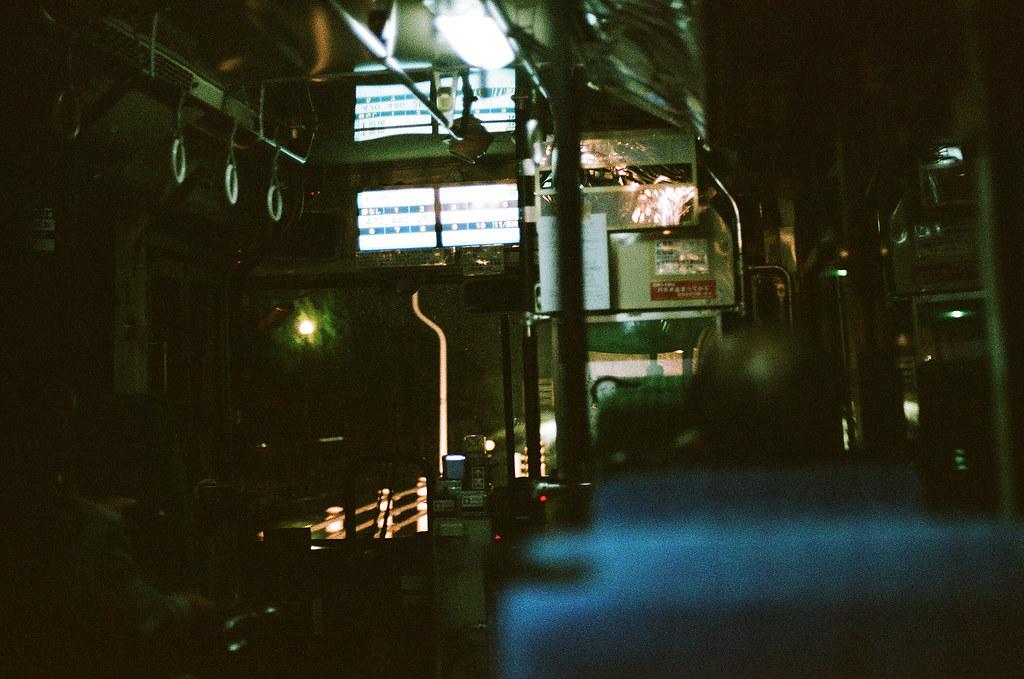 廣島機場公車到三原市(Miharashi) 2015/08/29 到廣島機場的時候差不多快九點了,但那天突然決定不睡機場去尾道,所以要轉搭公車先去三原市,再轉搭火車到尾道。一路上也還是在下雨。  Nikon FM2 / 50mm FUJI X-TRA ISO400 Photo by Toomore