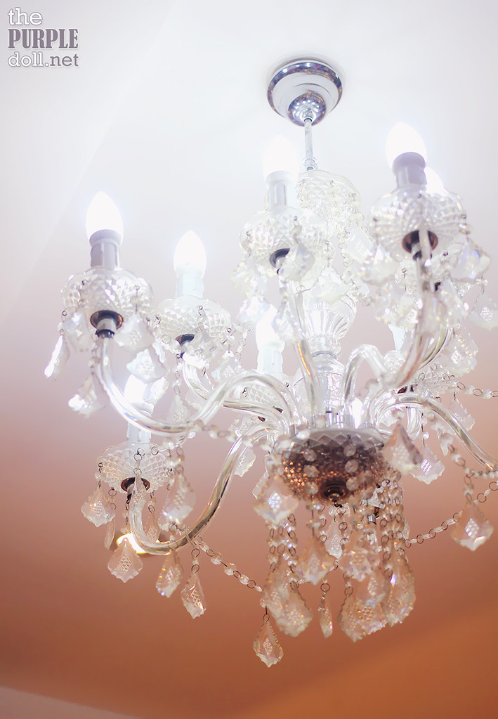 Pretty chandelier at Posh Nails Tomas Morato