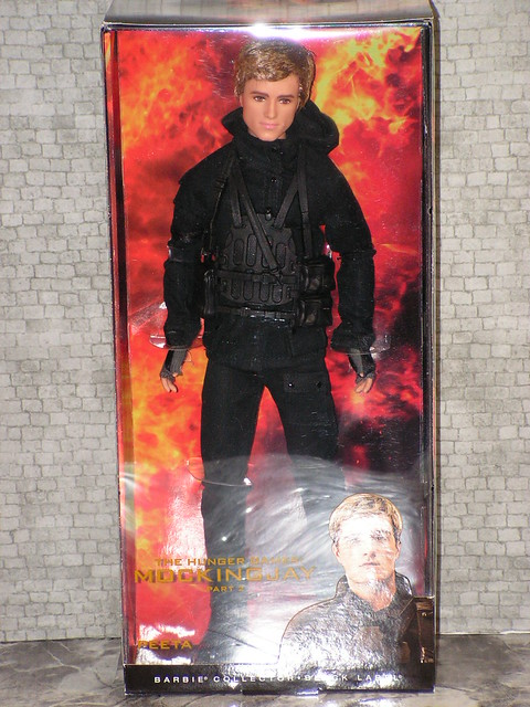 2015 Barbie The Hunger Games Mockingjay - Part 2 Peeta CFJ34 (2)