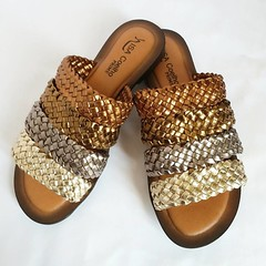 Rasteira Metalizada. Couro. Numeração 33 ao 43. R$ 126,00 Ou 3X de 42,00. #isacoelho#fashion #instalove #instashoes #ribeiraopreto #shoesoftheday #loveshoes #trend #moda #instagood #instadaily