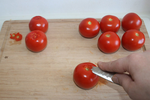 16 - Strunk der Tomaten entfernen / Remove stalk from tomatoes