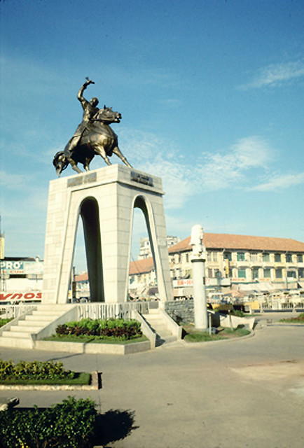 SAIGON 1969 - Tượng đài Trần Nguyên Hãn, Thánh tổ Binh chủng Truyền Tin