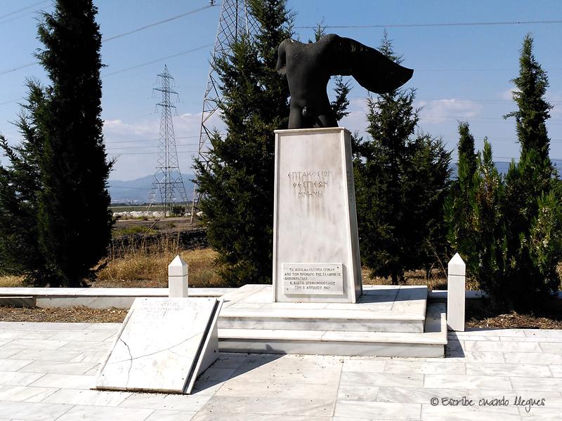 Escultura en el lugar donde tuvo lugar al Batalla de las Termópilas