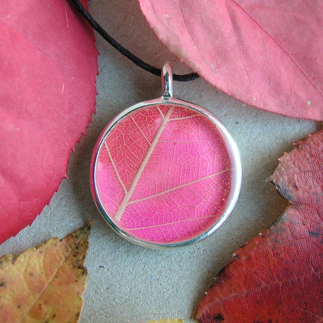 robayre necklace pink red leaf