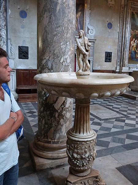 bénitier en marbre