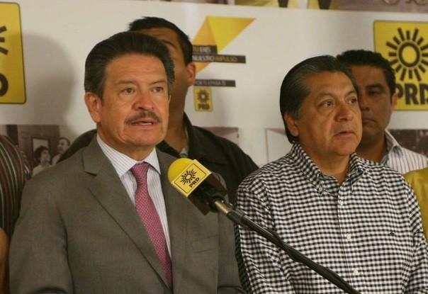 Renuncian Carlos Navarrete y Héctor Bautista como presidente y secretario general del PRD