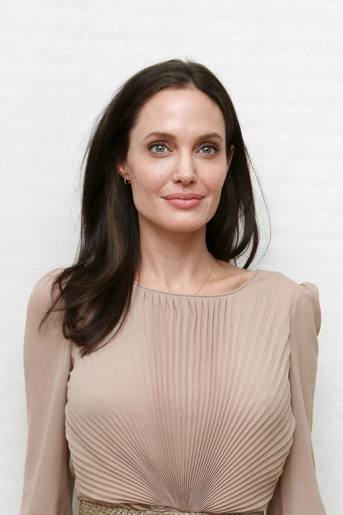 Анджелина Джоли — Пресс-конференция «Лазурный берег» 2015 – 44