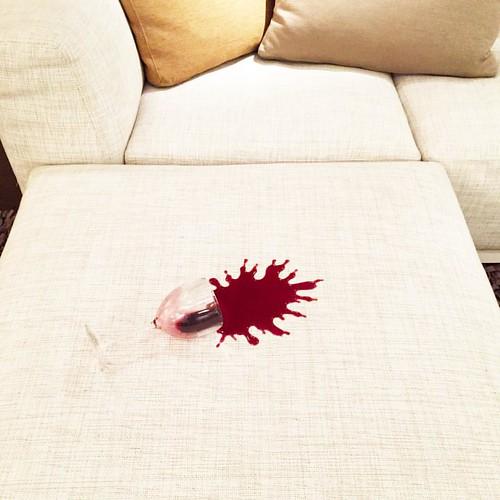 - Red red wine ~ #vino #vinorosso #redwine #glass #bicchiere #sofa #couch #divano #igersreggiocalabria #santeufemiadaspromonte #macchia #perfetta #perfect #whatitalyis #communityfirst  #community #vsco #vscocam #ub40 #instamusicproject #instavino #invinov