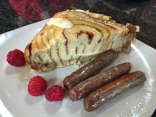 Cinnamon bread custard with sausage