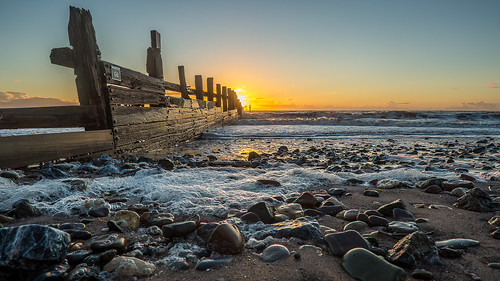 sunrise canon dawn coast waves stones wideangle g6 groynes groins dawlishwarren