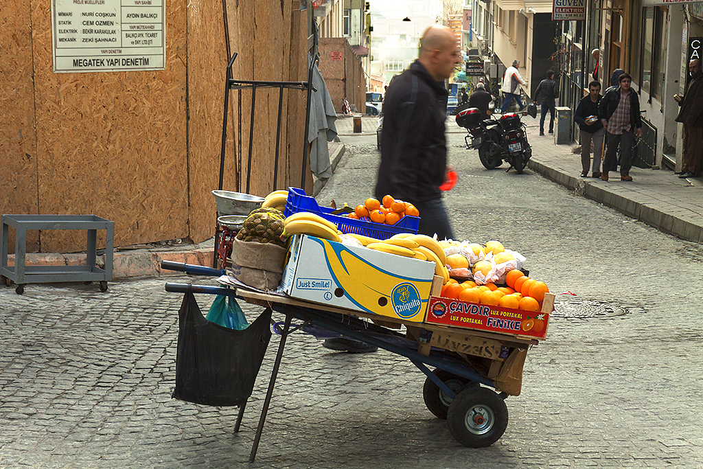 Fruit cart--Istanbul