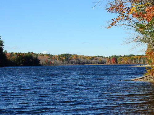 norcrosspond chesterville foliage leaf leafs fallcolors scenic elotoño elfollaje aki lautomne autumn fall lake mizuumi ellago water leau elagua daswasser mizu maine rong58 usa images pictures photooftheday day image color photography photo photos us light trip nikon picture digitalcamera picoftheday nikoncoolpixp900 coolpix photograph new live geotagged nature travel exploration landscape sky bluesky clouds