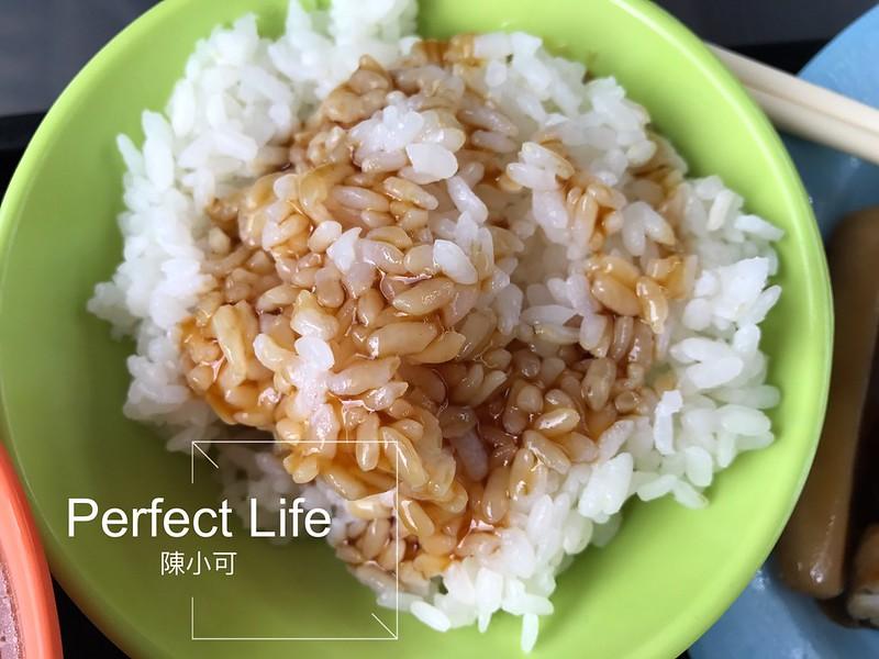 雞莊好吃雞肉【新北市三重平價美食】雞莊好吃雞肉:雞肉便當、雞油飯、下水湯、免費養生雞湯。