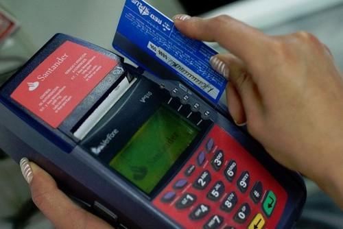 Utilidades de bancos crecen cinco veces más que economía