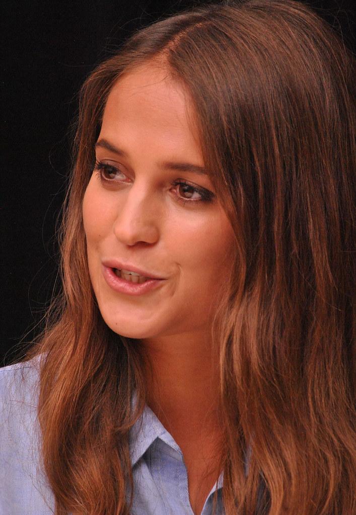 Алисия Викандер — Пресс-конференция «Девушка из Дании» на «TIFF» 2015 – 49