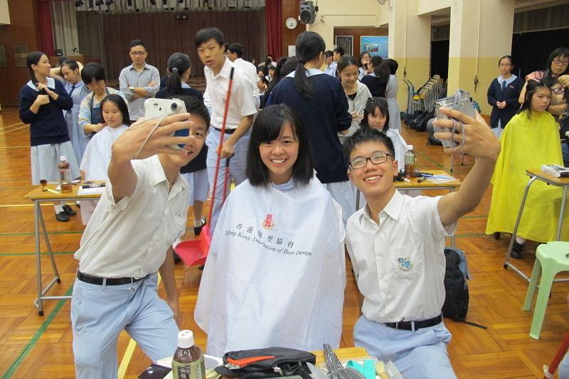 同學在剪髮前後都會拍照留念。相片來源:受訪者提供