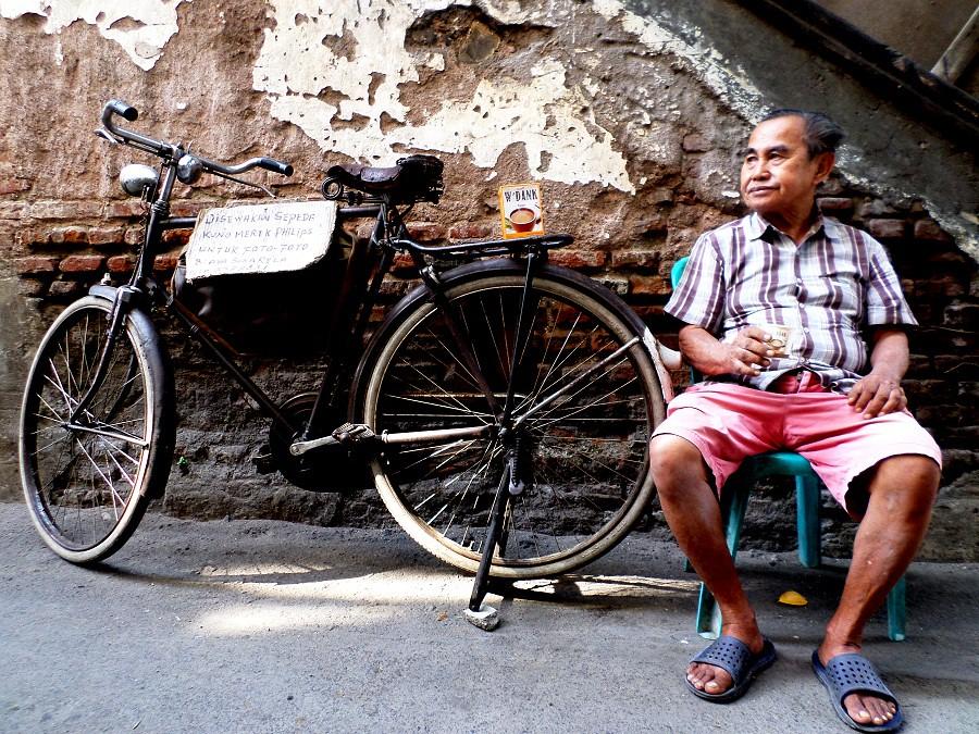 Penunggu sewa sepeda