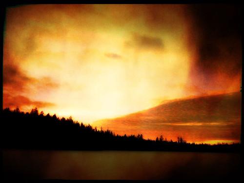 14DeFrozenSunsetPixlFrozen sunset up at the cabin at Glimpse LakeFire_1762w