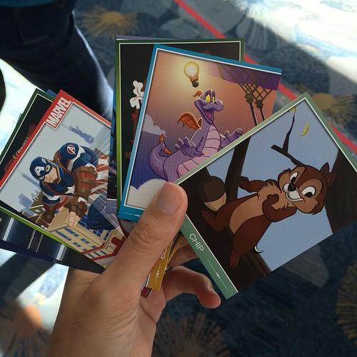 冊子に6枚ずつトレーディングカードが封入されてる。
