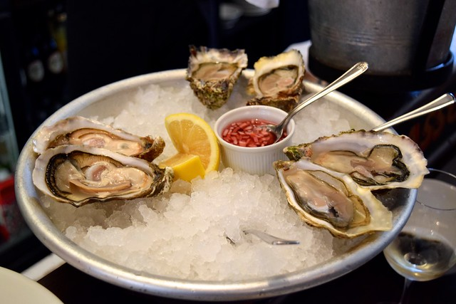 Half Dozen Mixed Oysters at Wright Brothers, Borough Market | www.rachelphipps.com @rachelphipps