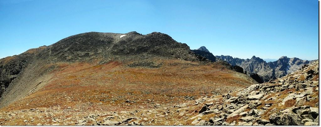 Pawnee-Toll鞍部南望Pawnee Peak