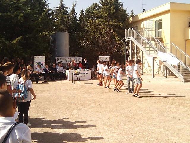 Casamassima-Magliette bianche e frutta per la festa dell'accoglienza alla scuola media (1)
