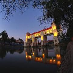PINTU AIR JAGIR Pintu Air peninggalan penjajah Belanda yang saat ini masih dipergunakan untuk pengaturan debit air Kali Mas, yaitu pecahan Sungai Brantas di kota Surabaya untuk dibuang ke Kali Jagir. Letak pintu air tersebut tepat di sebelah Stasiun Keret