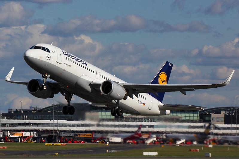 Lufthansa - A320 - D-AIUJ (1)