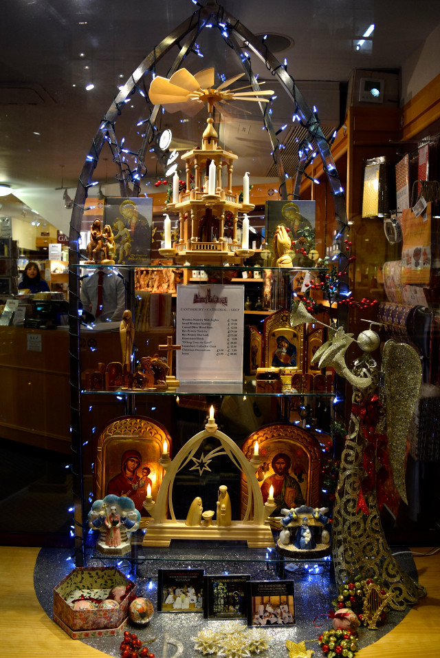 Canterbury Cathedral Shop Christmas Window, Canterbury | www.rachelphipps.com @rachelphipps