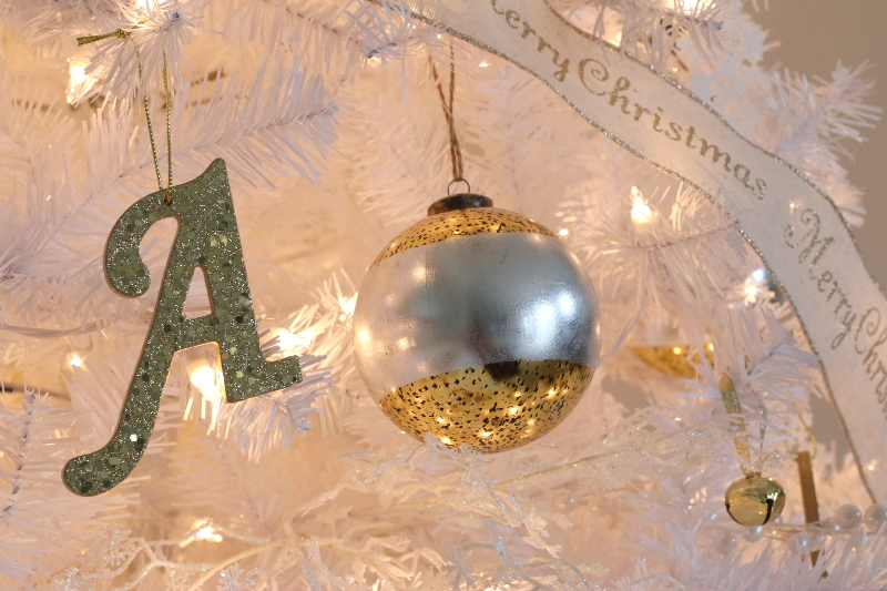 silver-gold-christmas-ornaments-2