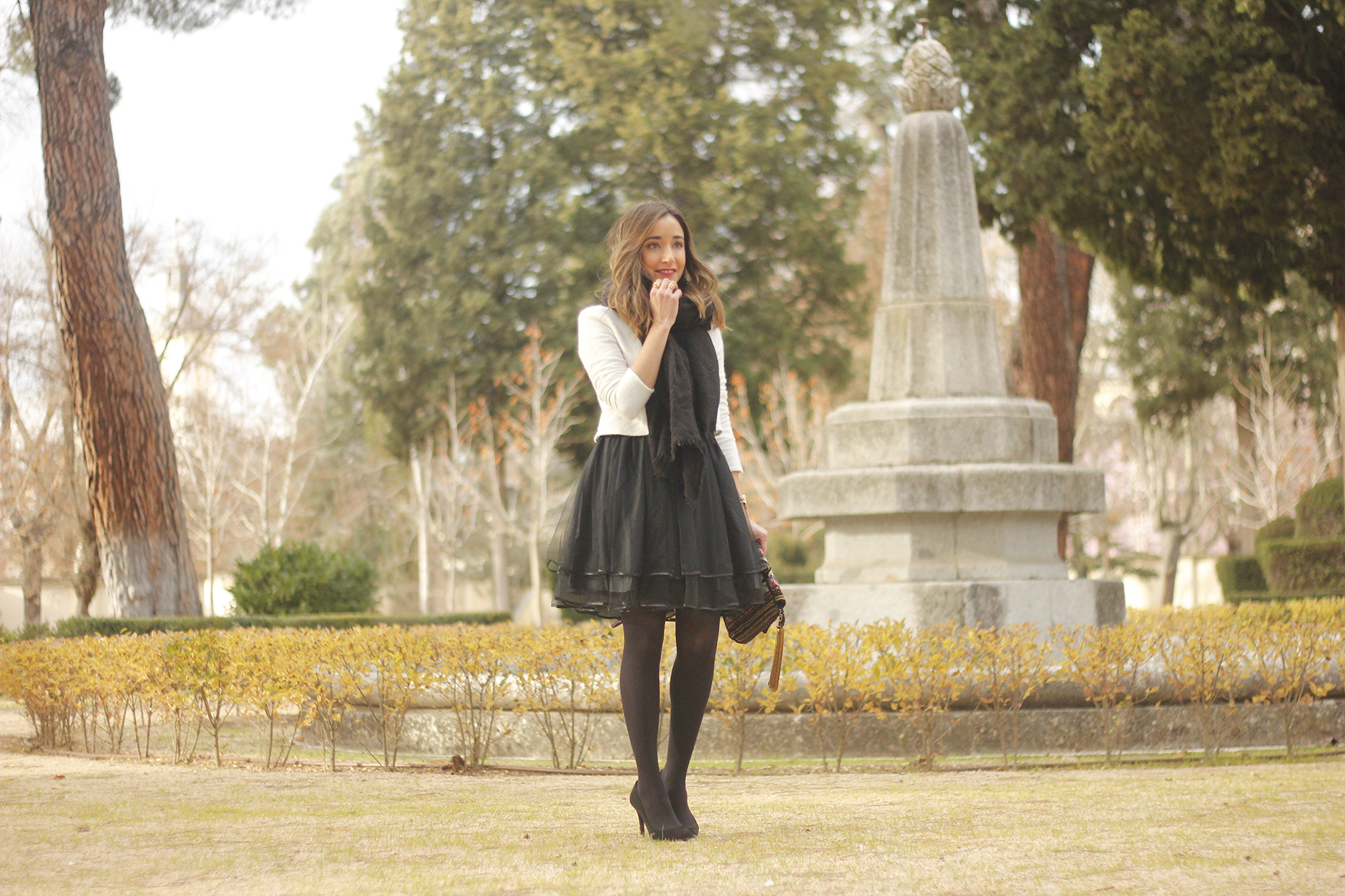 black tulle skirt white sweater black scarf outfit heels15